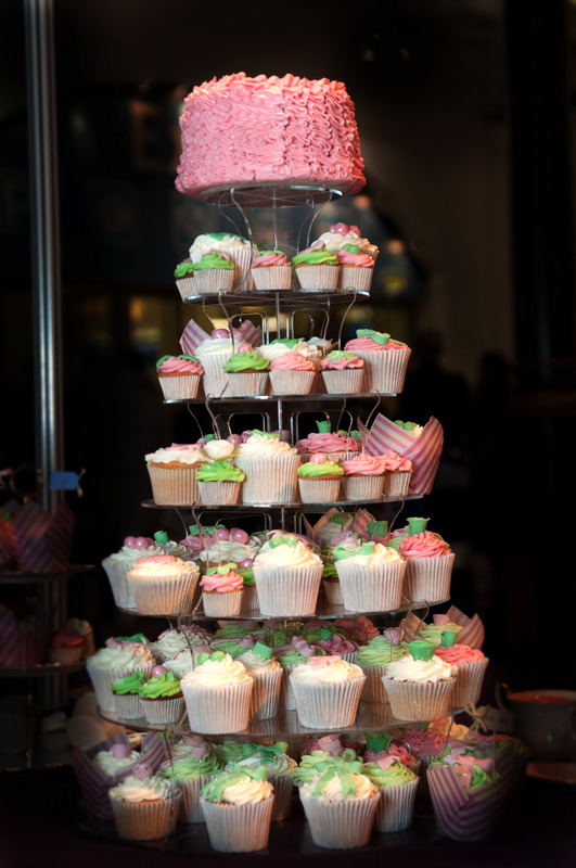 wedding cupcakes london ruffles | Crumbs Couture Cupcakes