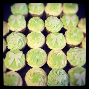 wedding cupcakes ivory green